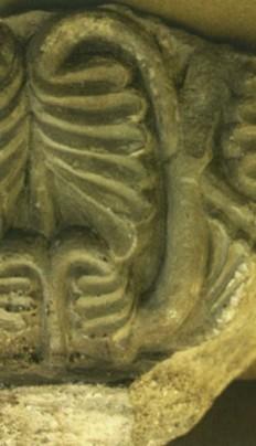 Fragment głowicy kolumny romańskiej